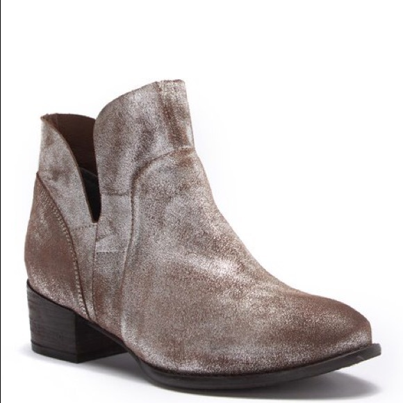 New In Box Sundance Catalog Seychelles Bootie Nwt